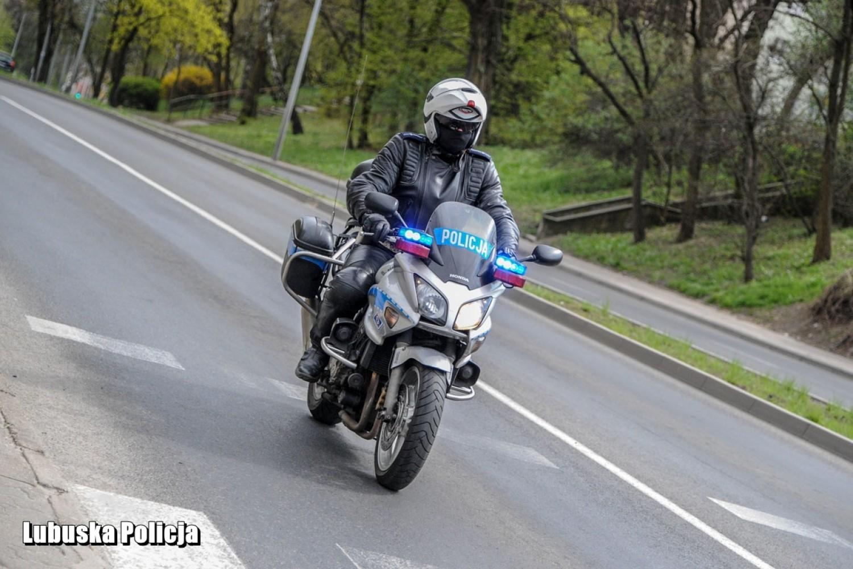 Policja Krosno Odrzańskie. Coraz więcej jednośladów na ulicach. Funkcjonariusze proszą motocyklistów o zachowanie ostrożności na drodze