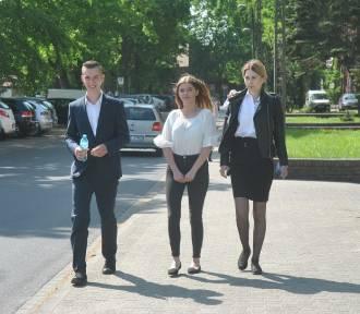 Egzamin maturalny w Lesznie - maturzyści oceniają zadania z języka polskiego [FOTO]