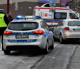 Tczew. Wypadek na ul. Niepodległości. Policjanci apelują o uwagę na drogach [ZDJĘCIA]