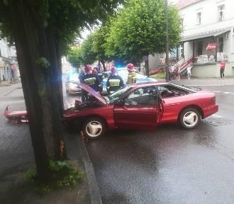 Pijany kierowca uderzył w słup na ul. Chopina [ZDJĘCIA]