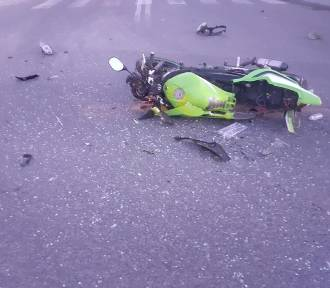 Wypadek w Pilźnie. Motocyklista roztrzaskał sięo volvo [ZDJĘCIA]