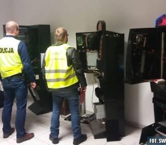 W lokalu w Busku przejęli trzy automaty oraz kilka tysięcy złotych