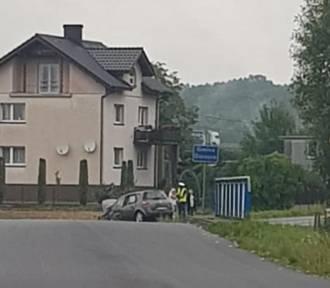 Wypadek w Turzy Śl. Wjechała renault do rowu, dwie osoby w szpitalu
