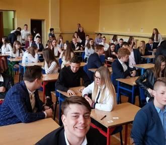 Sycowscy gimnazjaliści piszą ostatni w historii gimnazjów egzamin (ARTYKUŁ i GALERIA)