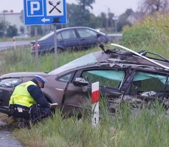 W Stawiszynie samochód osobowy wjechał pod ciężarową cysternę. ZDJĘCIA