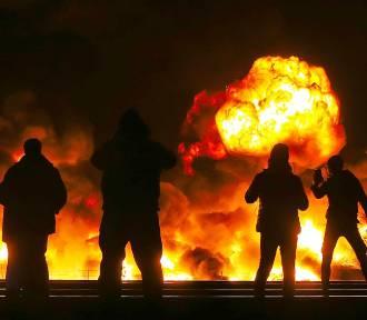 Potężny pożar we Wrocławiu. Centrum Zarządzania Kryzysowego radzi nie wychodzić z domów i nie
