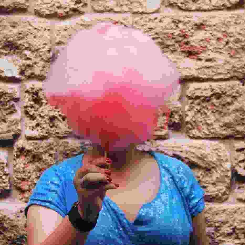 Portrety bez twarzy? Fotograf pokazał ludzkie hobby, zasłonił jednak ich oblicze [FOTO]