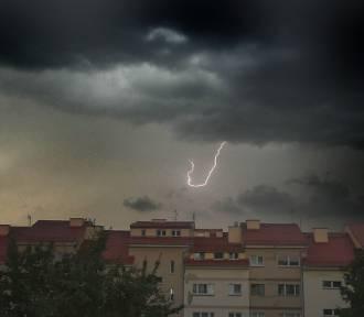 Nadchodzi burza z gradem. Ostrzeżenie IMGW dla Legnicy i powiatu legnickiego