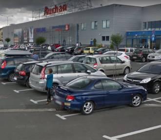 """Google Street View """"na zakupach"""" w Jeleniej Górze. Zobacz mieszkańców! [ZDJĘCIA]"""