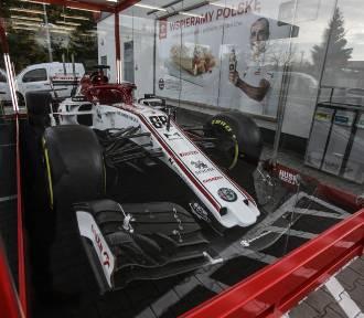 Bolid F1, testowany przez Roberta Kubicę, przyjechał do Rzeszowa [ZDJECIA]