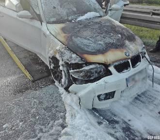 BMW zapaliło się na ulicy FOTO Ugasili je strażacy z Redy i Rumi
