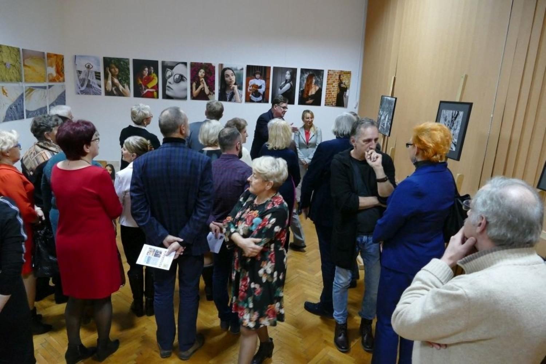 W piątkowy wieczór w Miejsko – Gminnym Domu Kultury w Końskich odbyło się niezwykłe spotkanie, które miało na celu zintegrowanie koneckiej artystycznej społeczności