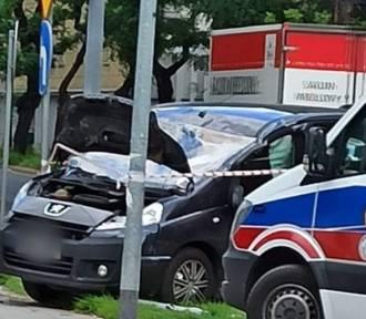 Groźny wypadek w Częstochowie. Dachowało auto, troje pieszych rannych