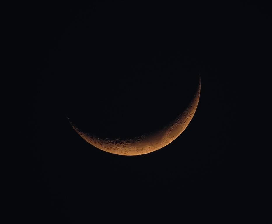 Kiedy Księżyc znajduje się między Słońcem a Ziemią, jest dla nas niewidoczny