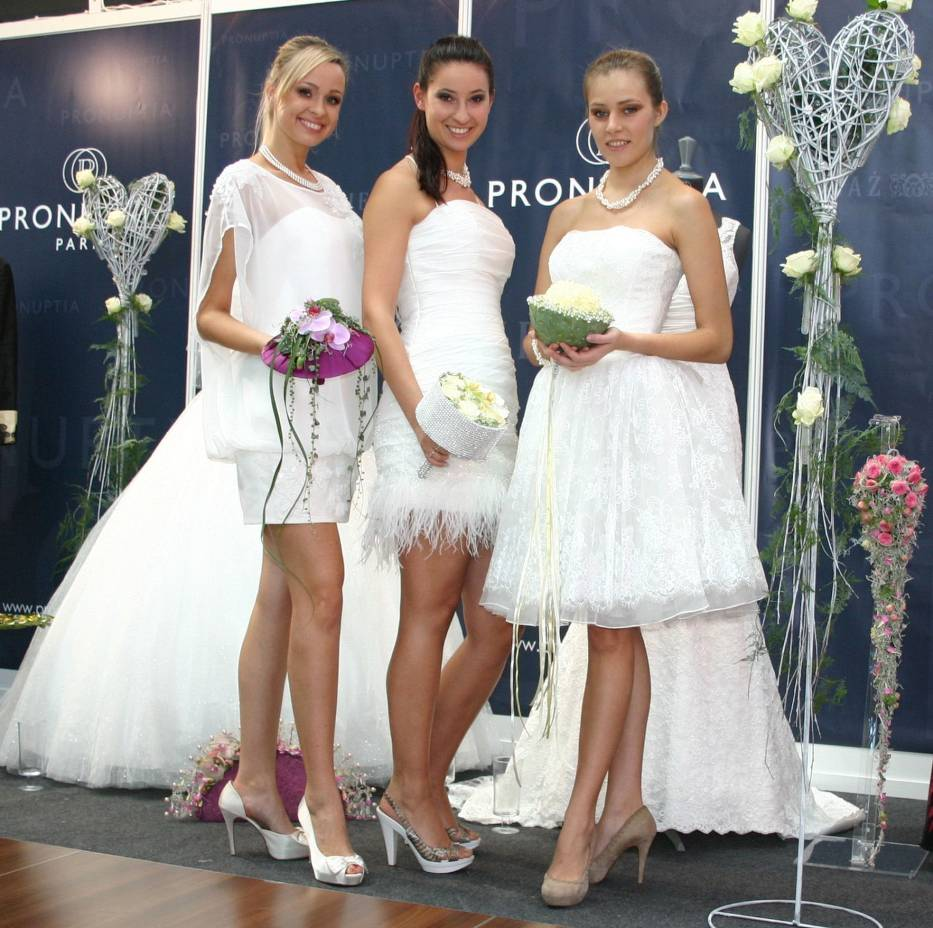 Te piękne modelki reprezentowały suknie ślubne na  pokazie francuskiej firmy PRONUPTIA PARIS, którą w Kielcach reprezentuje salon firmowy - Moda Ślubna i Wizytowa