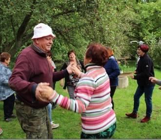 """Seniorzy """"Zawsze Młodzi"""" pożegnali lato biesiadą. Zobaczcie zdjęcia!"""