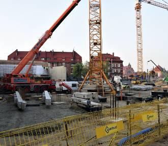 Nowe elementy konstrukcyjne na budowie centrum przesiadkowego w miejscu dworca PKS