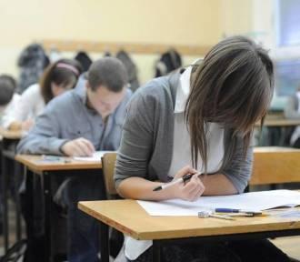 Egzamin gimnazjalny 2018 w Lesznie. Od południa publikujemy pytania i odpowiedzi!