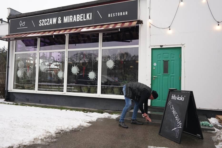 Szczaw i Mirabelki to pierwsza poznańska restauracja, która zdecydowała się otworzyć swój lokal i obsługiwać gości przy stolikach
