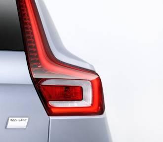 Elektryczne Volvo dostępne z oponami uniwersalnymi Recharge w standardzie
