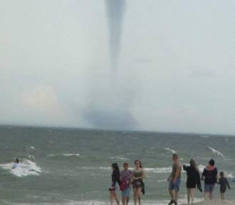 Trąby wodne nad Zatoką Pucką: fenomenalne zjawisko podziwiali mieszkańcy i turyści