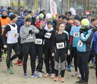 XX Zimowe Grand Prix Sztumu w Biegach Przełajowych: start biegu głównego i półmetek trasy [ZDJĘCIA]