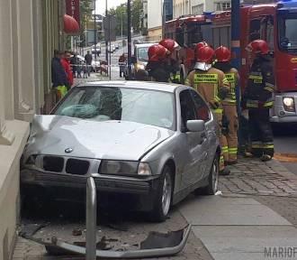 22-latek nie opanował bmw. Wbił się w budynek w Opolu
