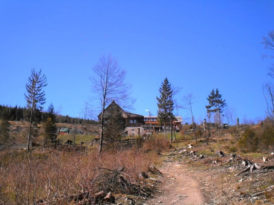 Bezpośrednie podejście na szczyt Kopa Biskupia w Górach Opawskich, graniczących z Czechami