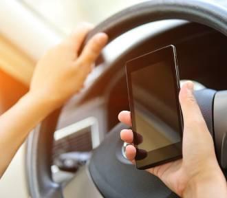 """""""Patrz na drogę"""". Studenci apelują do kierowców, by jeździli offline"""