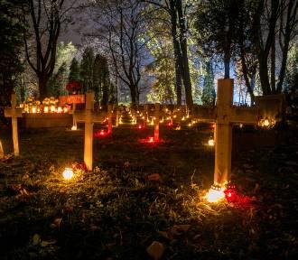 Magiczne, mroczne, poruszające. Cmentarze w listopadowe noce [ZDJĘCIA]
