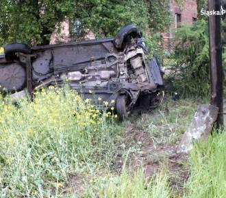 Wypadek w Żorach: Renault wypadło do rowu w Rogoźnej. Kierowca pijany