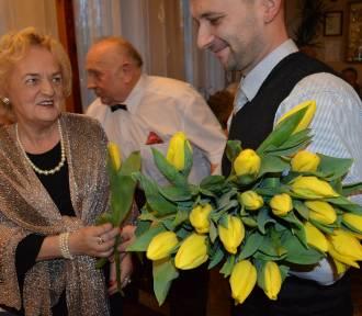 """Człuchów. Dzień kobiet w Klubie Seniora """"Róża"""". Panowie - paniom... ZDJĘCIA, WIDEO"""