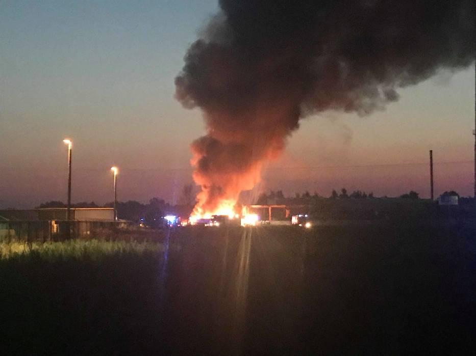 Kolejny pożar w zakładzie Ekochem w Głogowie. Pogorzelisko znów zajęło się ogniem [ZDJĘCIA]
