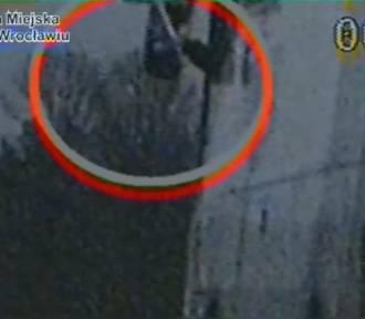 Lusterko trzymał miotłą, jechał pod prąd, zapłaci 1000 złotych mandatu [FILM]