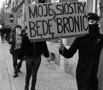 Nowe, niezwykłe zdjęcia z cichego protestu w Gliwicach. Zobacz transparenty