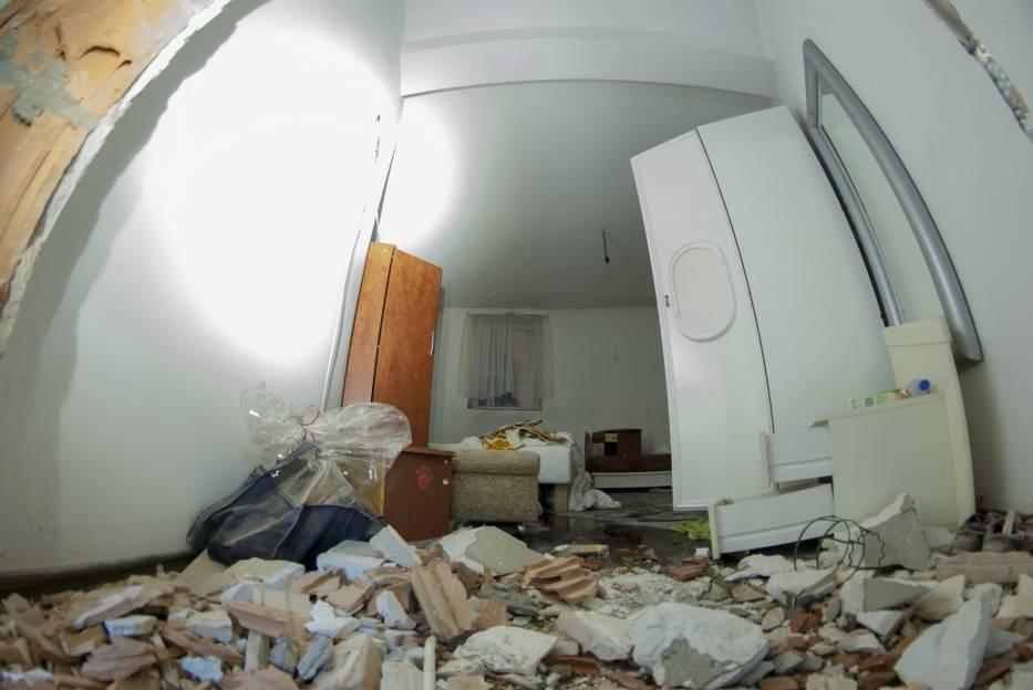 Ostatnie dni Czarnego Kota. Porozrzucane dokumenty, połamane meble i opuszczone pokoje