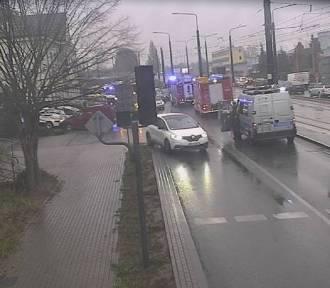 Uwaga! Wypadek na rogu Fordońskiej i Wyścigowej w Bydgoszczy [zdjęcia]