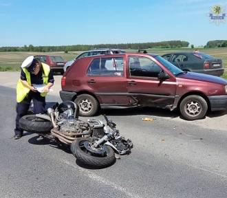 Śmiertelny wypadek w Starogardzie Gdańskim. Motocyklista zginął po zderzeniu z autem [zdjęcia]