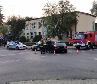 Bełchatów: Zderzenia samochodów na skrzyżowaniu w centrum Bełchatowa
