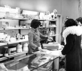 Jak wyglądały sklepowe półki w PRL-u? Tak kiedyś robiono zakupy (ZDJĘCIA)