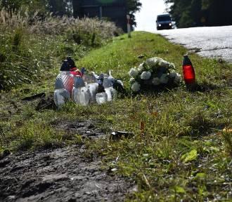 W miejscu tragedii są białe róże i palą się znicze. Nie żyje malutka dziewczynka