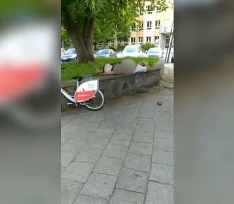 Konin: Miłosne igraszki w centrum miasta. Policja ukarała bohaterkę skandalicznego nagrania