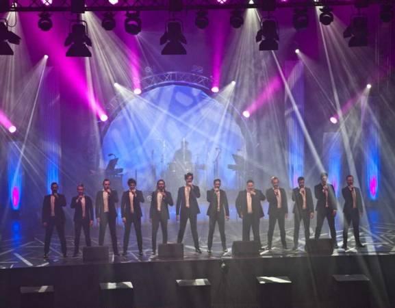 Międzynarodowa grupa The 12 Tenors już od ponad 10 lat koncertuje na scenach całego świata. Jesienią każdego roku artyści wyruszają w trasę koncertową, podczas której grają ponad 100 koncertów w Europie, jak również w Ameryce i Azji. W kwietniu pojawią się również w Opolu.