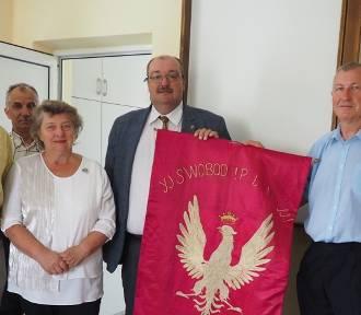 Powiat kraśnicki. Historyczny sztandar Polskiej Organizacji Wojskowej oddział Urzędów został