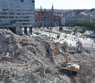 Hotel Silesia zniknął z pejzażu Katowic. Rozbiórka zajęła niespełna cztery tygodnie ZDJĘCIA