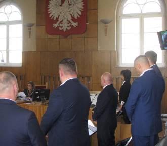 Ostrowski sąd skazał policjantów, którzy znęcali się nad zatrzymanymi [FOTO]