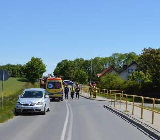 Motocyklista zderzył się z golfem. Dwie osoby w szpitalu