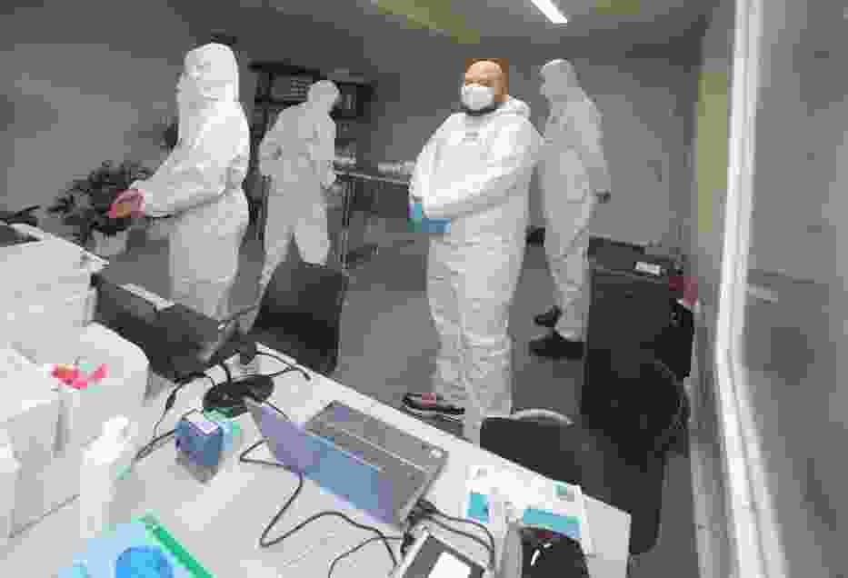 W pierwszych tygodniach po wybuchu pandemii najpilniejszą potrzebą były środki ochrony osobistej dla lekarzy, pielęgniarek, a także pracowników systemu usług społecznych oraz środki dezynfekcyjne