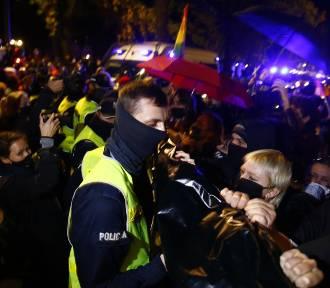 """Spontaniczny protest kobiet pod Trybunałem Konstytucyjnym. """"Nie oddamy naszych praw"""""""
