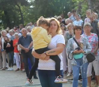 Pielgrzymka kobiet do Piekar. Tysiące kobiet na wzgórzu kalwaryjskim. ZDJĘCIA